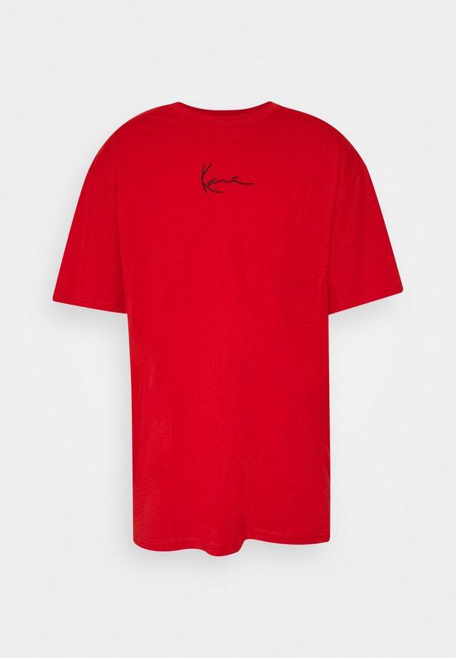 SMALL SIGNATURE TEE UNISEX - Print T-shirt - red