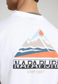 Napapijri - SOLE GRAPHIC - T-shirt print - bright white - 4