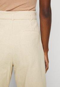 Casa Amuk - HIGH WAISTED - Shorts - natural - 4