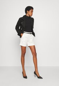 Scotch & Soda - WITH A BELT - Shorts - antique white - 1