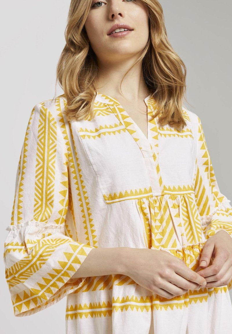TOM TAILOR MIT VOLANTS - Freizeitkleid - white yellow large ikat design/gelb lEHmAW
