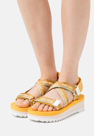 STRAPPY - Sandały na platformie - florida orange