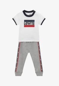 Levi's® - SLOUCHY SET - Tracksuit bottoms - white - 3