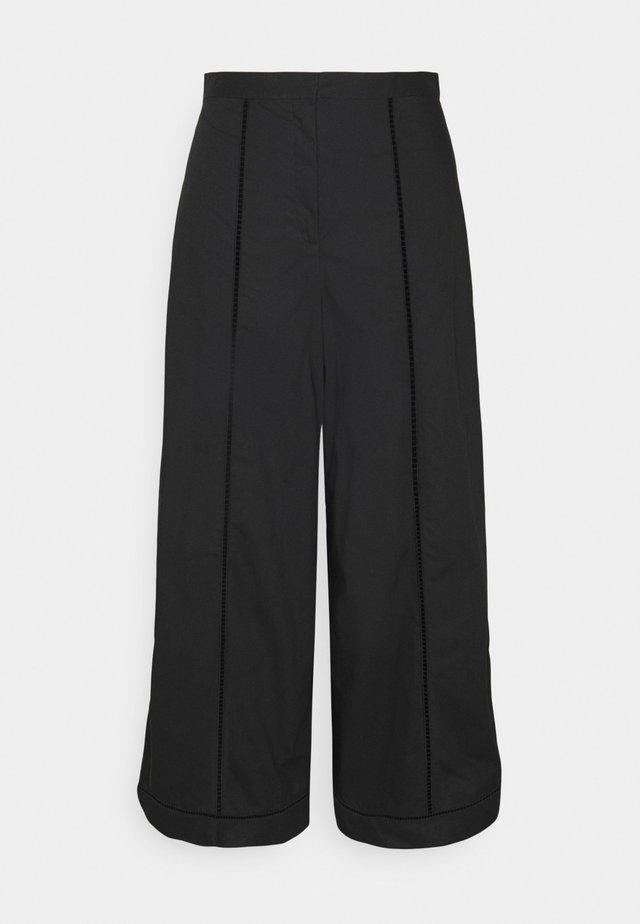 EYELET CULOTTE - Pantalon classique - black