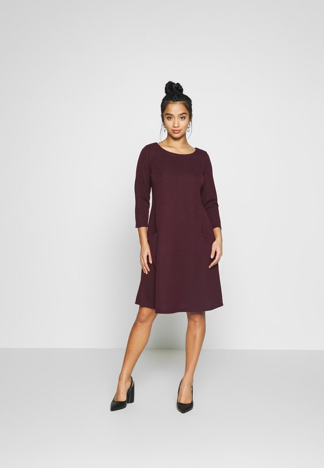 BUCKET POCKET SWING DRESS - Jersey dress - berry