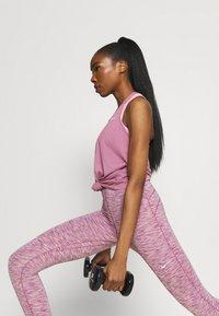 Nike Performance - DRY ELASTIKA TANK - Funktionsshirt - light mulberry/white - 3