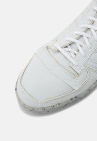 adidas Originals - TEN PRIMEBLUE SHOES MID - Korkeavartiset tennarit - chalk/white/legend ink - 6