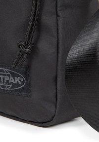 Eastpak - THE ONE - Across body bag - streamed black - 5