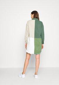 Missguided Tall - COLOURBLOCK OVERSIZED DRESS - Denní šaty - green - 2
