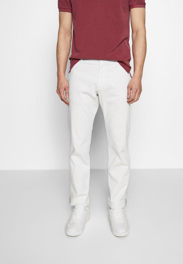 MATTHEW - Spodnie materiałowe - white