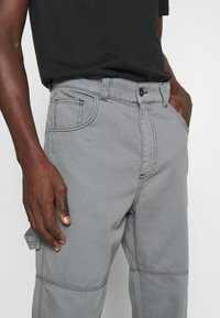 Kickers Classics - DRILL TROUSERS WITH TOPSTITCH - Pantaloni - monument - 3