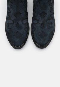 Kanna - Cowboy/biker ankle boot - dark blue - 5