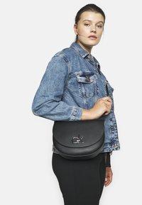 Calvin Klein - RE LOCK SADDLE BAG - Sac bandoulière - black - 1