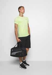Puma - FUNDAMENTALS SPORTS BAG - Sportväska - black - 0