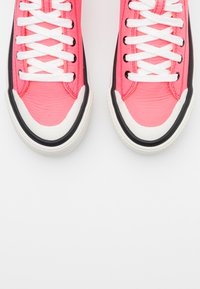 Diesel - ASTICO S-ASTICO MC WEDGE SNEAKERS - High-top trainers - pink - 5