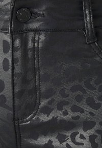 Dorothy Perkins Petite - ANIMAL FRANKIE - Jeans Skinny Fit - black - 5