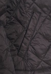 Vila - VIMINSK SHORT QUILTED JACKET - Lett jakke - black - 2