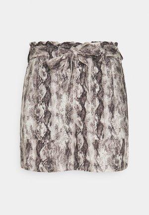 OBJHANNAH EVITA - Shorts - sandshell