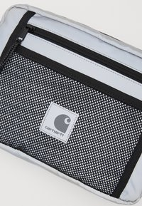 Carhartt WIP - FLECT HIP BAG - Ledvinka - reflective grey - 3