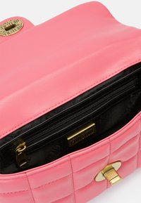 Versace Jeans Couture - QUILTED CROSSBODY - Across body bag - paradise - 8