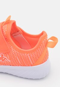 Kappa - CAPILOT UNISEX - Sports shoes - coral/white - 5