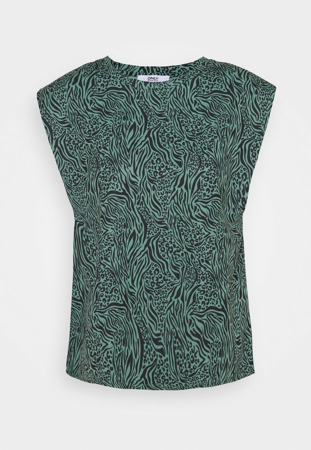 ONLJESSY SHOULDERPAD  - T-shirt con stampa - balsam green/black