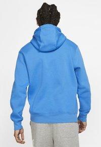 Nike Sportswear - CLUB HOODIE - Bluza z kapturem - light blue - 2