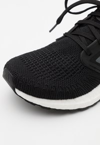 adidas Performance - ULTRABOOST 20  - Nøytrale løpesko - core black/night metallic/footwear white - 5