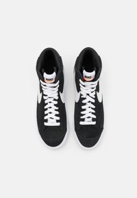 Nike Sportswear - BLAZER MID '77 UNISEX - Sneakersy wysokie - black/white/total orange - 3