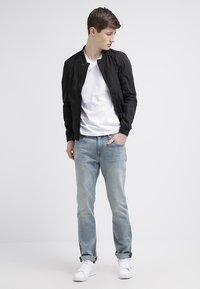 GANT - ORIGINAL SLIM V NECK - T-shirt - bas - white - 1