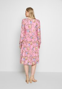 Rich & Royal - DRESS WITH PRINT - Kjole - spring pink - 2