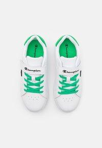 Champion - LOW CUT SHOE ALEX UNISEX - Sports shoes - white/green/black - 3