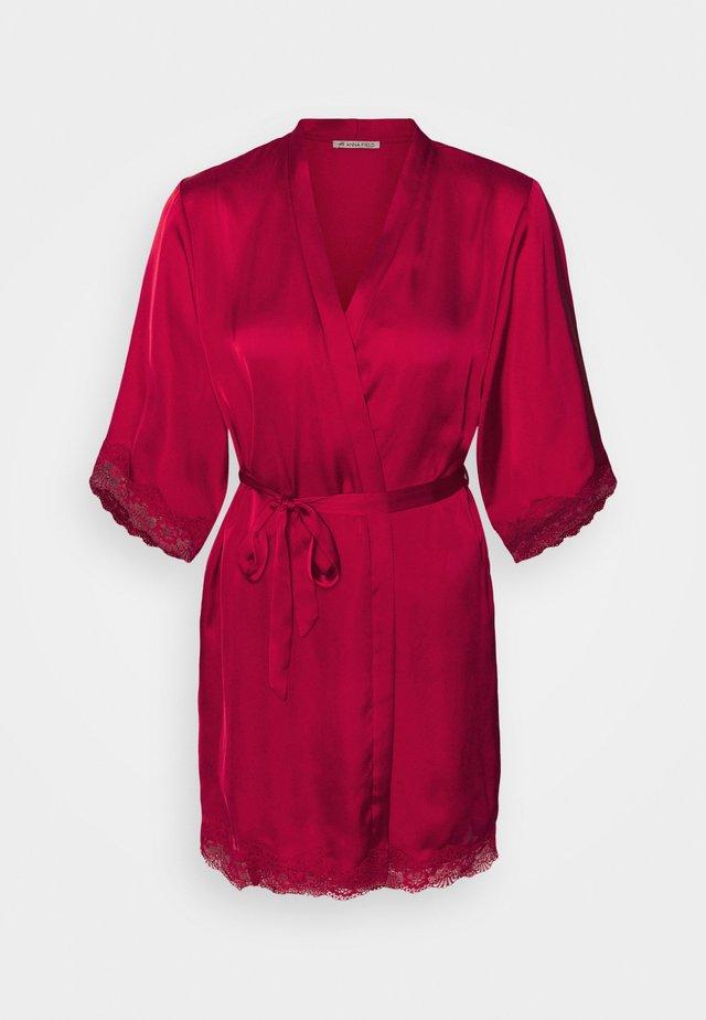 Peignoir - dark red