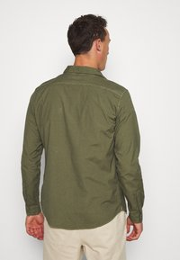 DOCKERS - SUSTAINABLE UTILITY - Shirt - green - 2