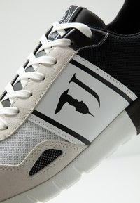Trussardi Jeans - Sneakers - white/black - 5