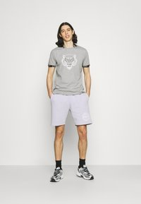 CLOSURE London - HIDDEN LOGOBAND FURY TEE - T-shirt print - grey - 1