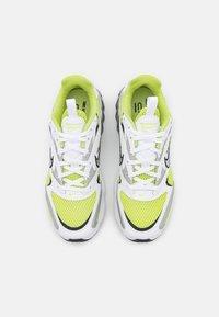 Nike Sportswear - ZOOM AIR FIRE - Trainers - weiss - 4