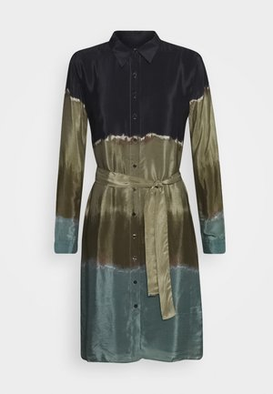 VEST TORONTO - Robe chemise - granate