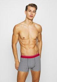 Burton Menswear London - MONO GEO TRUNKS 3 PACK - Panties - grey - 3