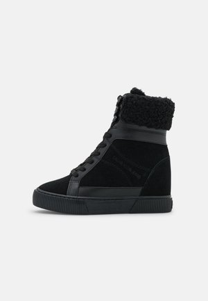 HIDDEN WEDGE  - Wedge Ankle Boots - triple black