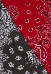 Vintage Supply - 2 PACK BANDANA - Šátek - black/red - 3