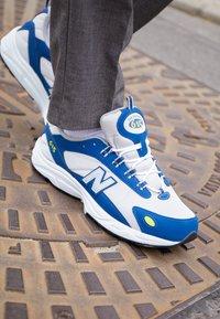 New Balance - ML615 - Zapatillas - white/blue - 7