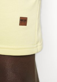 INDICODE JEANS - BRENNAN - Shorts - pale banane - 4