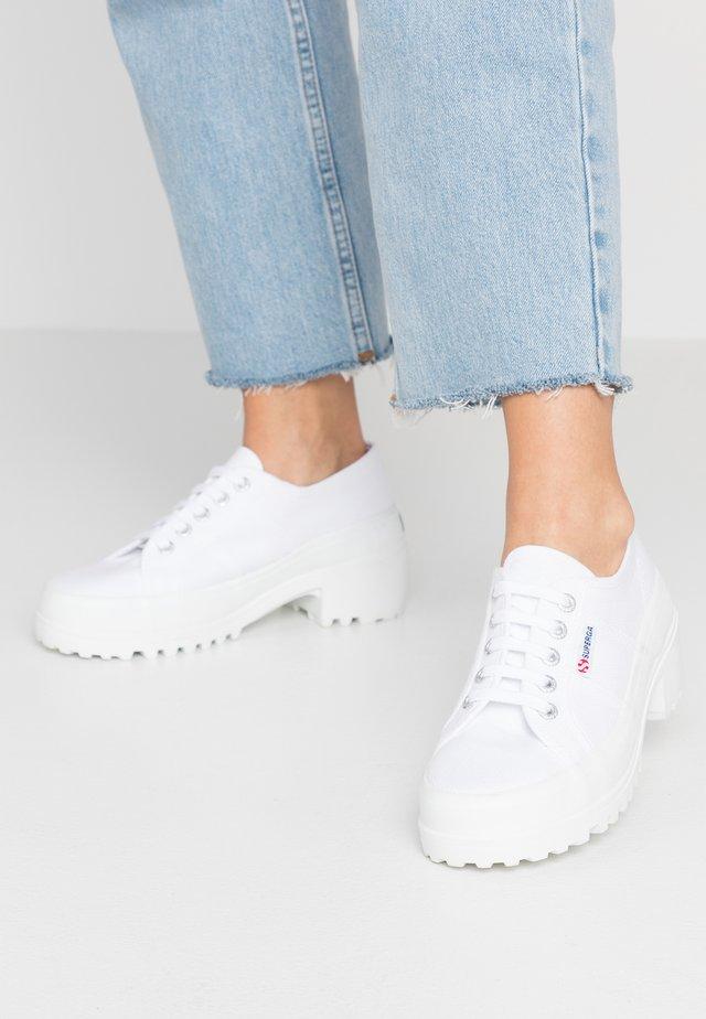 4850 - Veterpumps - white