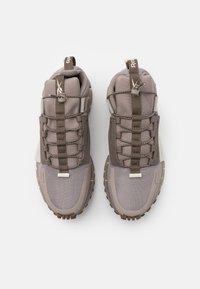 Reebok Classic - ZIG KINETICA EDGE - Sneakersy niskie - grey/classic white - 3