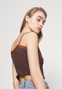 BDG Urban Outfitters - CROSS CAMI - Topper - chocolate - 3