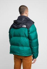 The North Face - 1996 RETRO NUPTSE JACKET - Down jacket - night green - 2
