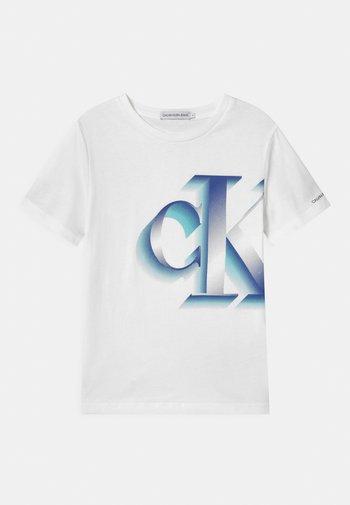 PIXELATED MONOGRAM - Print T-shirt - white