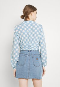 Glamorous - OPEN COLLAR PUFF SLEEVE RUCHED CROP BLOUSE - Bluser - blue - 2