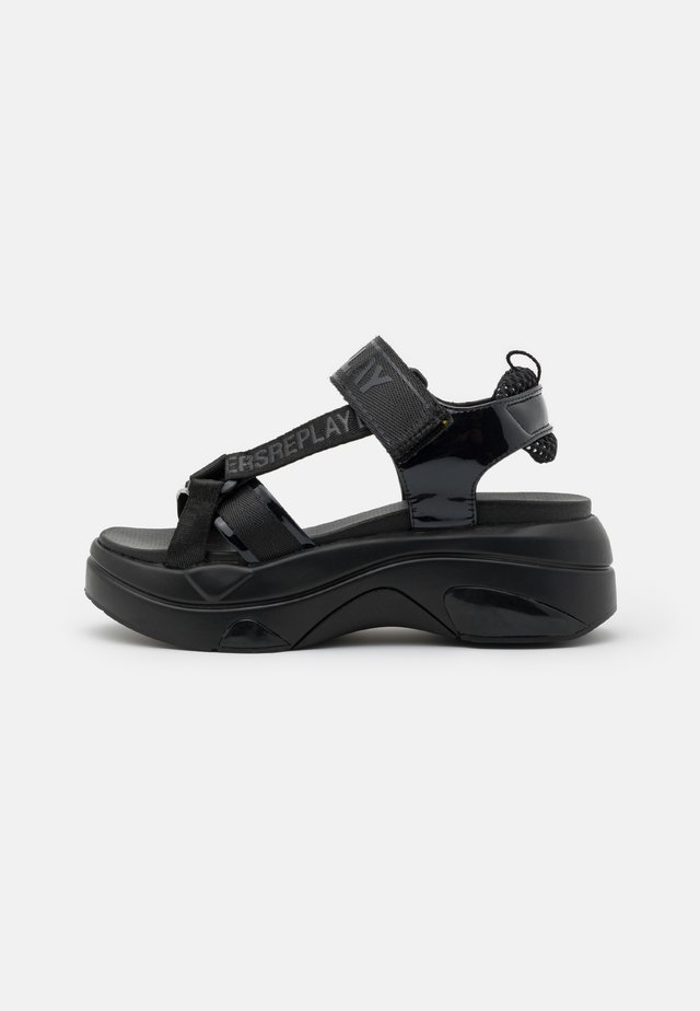 WELLOW - Sandalen met plateauzool - black